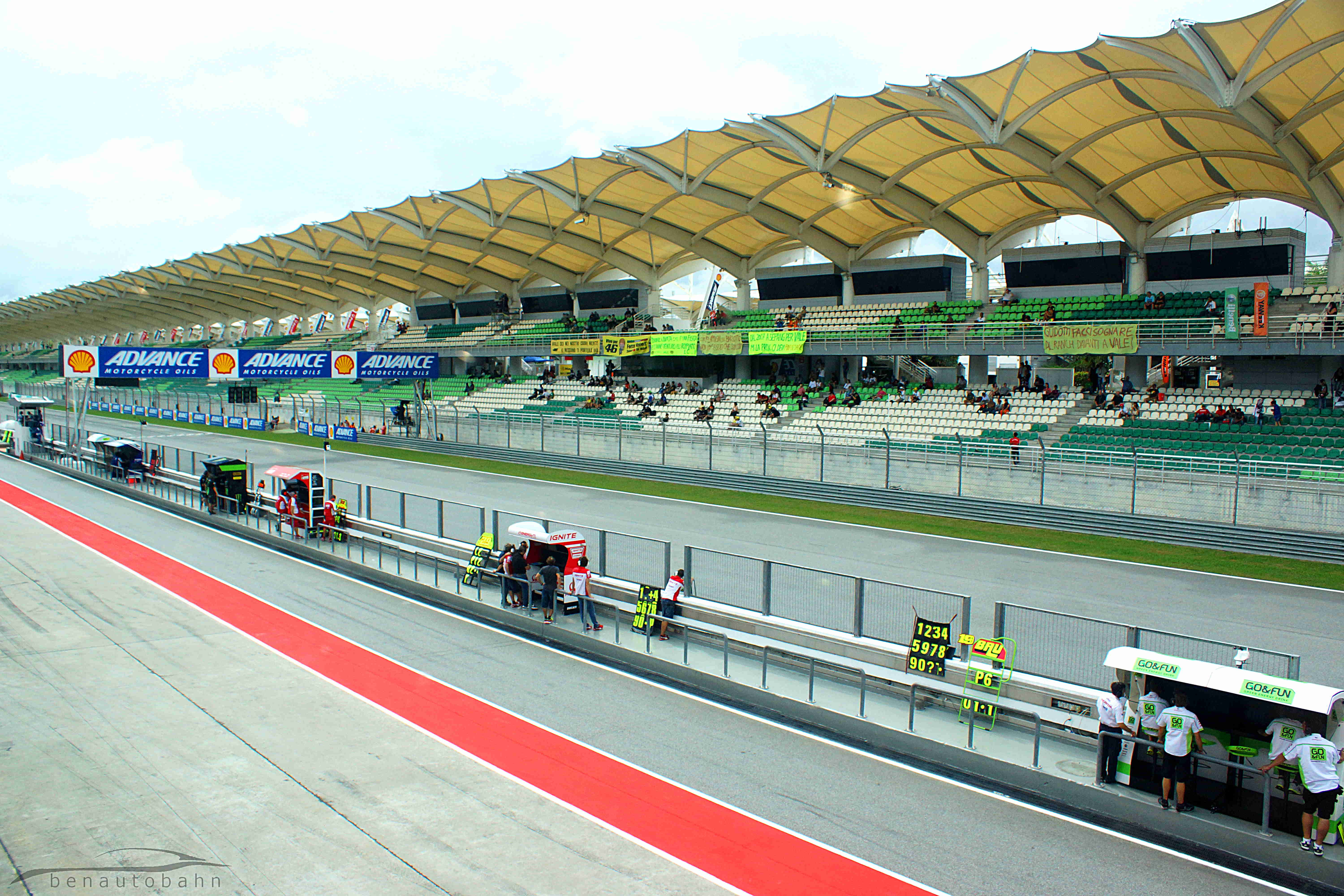 A calm Friday during riders' practice.